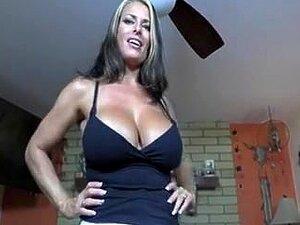 Ingwer-Stiefmutter Lady Fyre wird am Muttertag mit einem riesigen Schwanz verwöhnt - POV