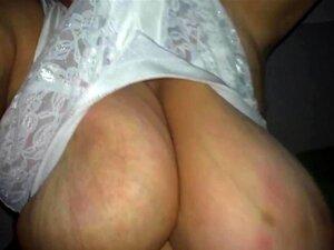 Der aus titten bluse hängen Titten Hängen