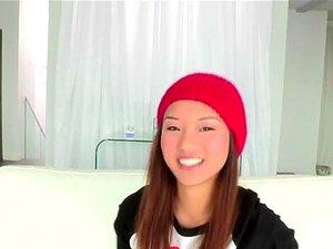 Kleine chinesische Spinnerin Alina Li im Badezimmer bumsen