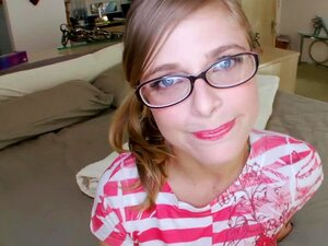 Sexy Mädchen Brille Gets Gefickt