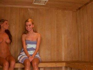 In geil der sauna und nackt Diese Nackten