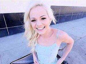 Süße Anya Olsen bekommt ihre Teenie-Muschi gefingert und dann hart gefickt