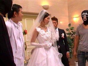 Die zierliche asiatische Braut Marica Hase macht Liebe mit ihrem hübschen Bräutigam