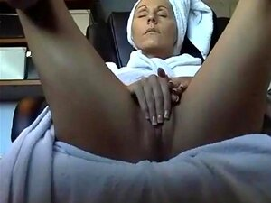 Mama masturbiert nach der Arbeit