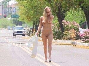Öffentlich nackt Frauen gestrippt Nackt in