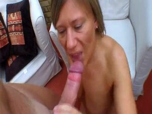 Amateur Ehefrau saugt jungen Schwanz