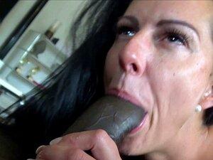 Emily Willis bekommt ihren Latina-Arsch zu augenrollenden Orgasmen gefickt