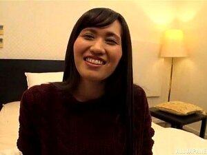 Die dicke Japanerin Yuko Morita wird von zwei Jungs hart gefickt und besahnt