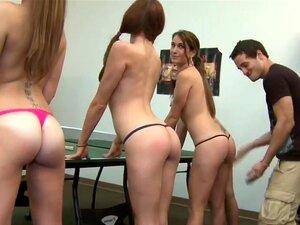 Schülerinnen nackte Nackte Muschi