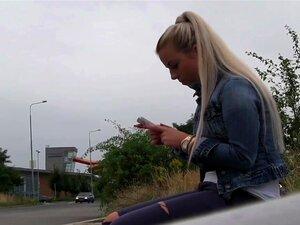 Public agent blond groß titten