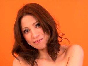 Jap Girl Saki wird im Büro zu einer schwanzlutschenden Bukkake-Schlampe