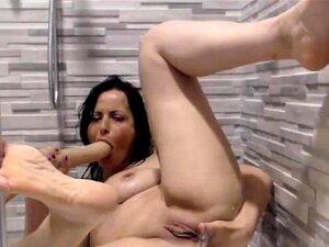 Xandra Sixx schaut auf den masturbierenden Jayden Cole und fickt mit ihr