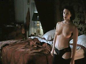 Asia Argento  nackt