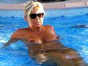 Frauen urlaub reife nackt im Ehefrau Urlaub
