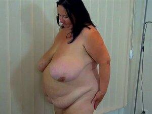 Ungezogenes Teen Julia Red verwandelt fette Oma in eine Lesbe