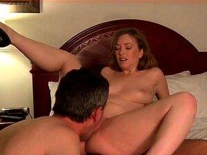 Weißer Hahnrei leckt Ryan Rieslings Vagina, nachdem sie geschwärzt wurde