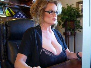 Blondine Große Titten Sekretärin