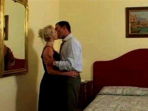 Fremde Hotel trifft Ehefrau Teesri Manzil