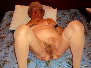Ältere damen nackte Alte nackte