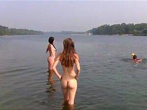 Mädchen Masterbating auf nackten Stränden