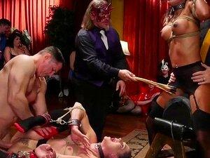 Gruppe gefesselter devoter Huren wird auf einer wilden Party gefickt