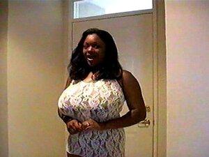 Ebony BBW Rachel Raxxx zeigt riesige Titten und fickt weißen Kerl