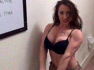 Titten Massive Muskeln Mädchen große Titten