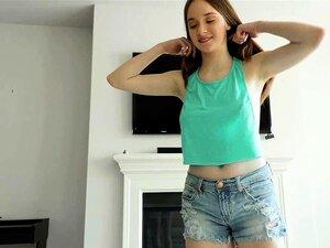 Das blasse, vollbusige Teen Hazel Moore wird beim Casting gefickt und ins Gesicht gefickt
