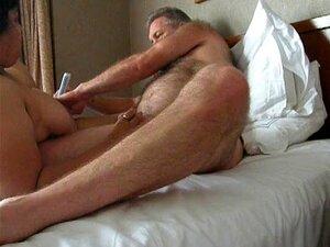 Alter Mann isst haarige Muschi