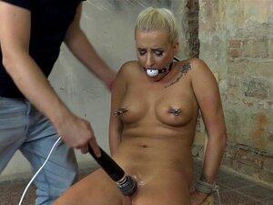 Schöne MILF Yasmin Scott wird gefesselt und zu intensiven Orgasmen gefickt