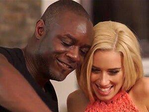 Gianna Dior schickt Stiefvater versaute Selfies und fickt ihn in der Küche