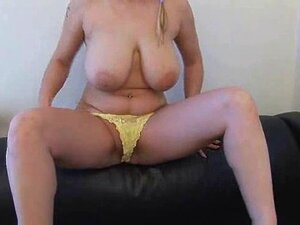 Kleinert nackt