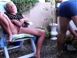Nackt alte nachbarin Nachbarin Nackt