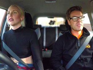 Mama masturbiert beim Fahren