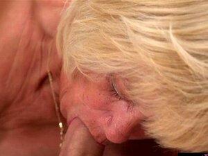 Unersättliche Oma Alice Sharp lässt sich von einem jungen Schwanz in ihre alte Muschi ficken