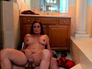 Reife Cougar schluckt Sperma