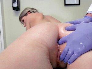 Mädchen Doktor fickt Patient