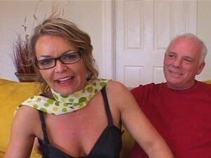 Ehefrau Mal geteilt Erstes Reife Hausfrau Wird