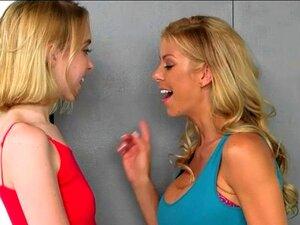 Ein Kameramann fickt die hübsche blonde Teen Chloe Couture bei einem Casting