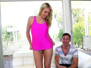 Schlanke blonde Schlampe Cosima Knight nimmt einen großen Schwanz in ihre behaarte Muschi