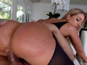 Candice Dare bekommt ihren jungen weißen Hintern von schwarzem Dong klafft