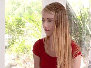 Hannah Hays passt riesigen Schwanz in ihre fleischige Teenager-Muschi