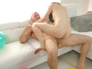 Miniatur Teen Cleo Vixen reitet einen Schwanz und schluckt das Sperma