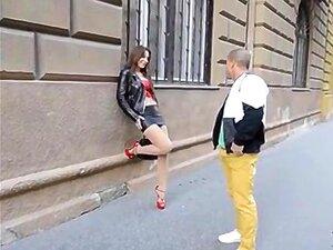 Belgisches Babe mit einem engen, frechen Hintern Julie Skyhigh in hektischer DP-Action