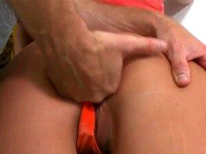 Isabella Nice bekommt ihren Teenie-Latina-Arsch gedehnt
