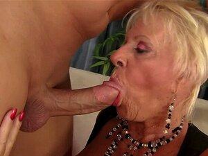 Oma Mandi McGraw nimmt endlich einen großen schwarzen Schwanz in ihre Muschi