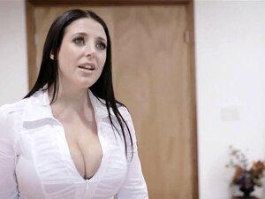MILF Angela White setzt ihre großen natürlichen Titten ein