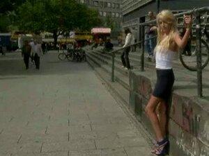 Gefesselt gefickt im Freien