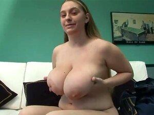 Chubby Kurzes Mädchen Große Titten