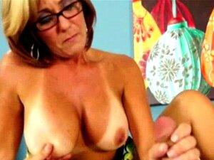 Nackt milf brille Nackt mit